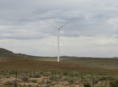 Noupoort Wind Farm Erects First Wind Turbine